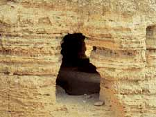 OT-Qamran-CaveOpening